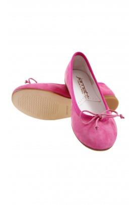 Pink ballet flats, Jarrett