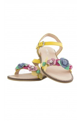 Yellow sandals, Florens