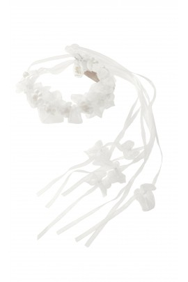 Garland with white flowers attached to filament, Aletta