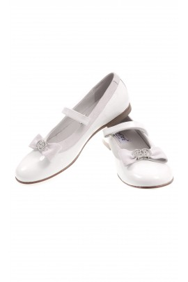 White girl shoes with strap, Chérie