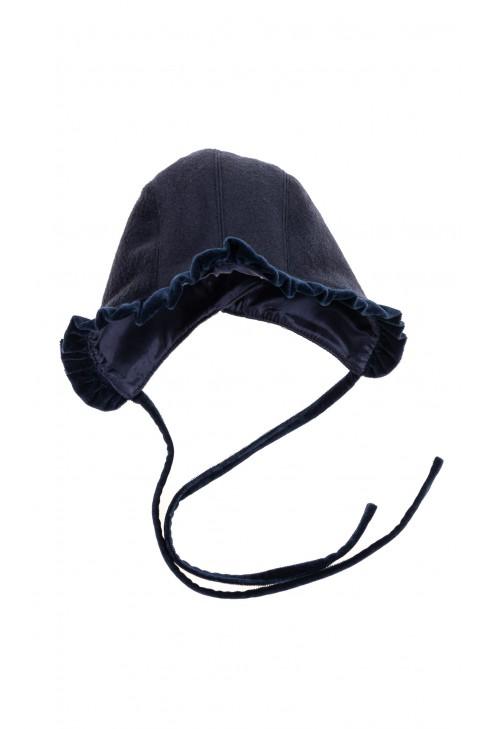 Navy blue cap tied under the chin, Mariella Ferrari